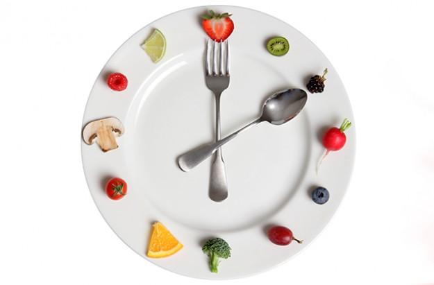 طريقة تخفيف الوزن تجنب الأكل خارج أوقات الطعام